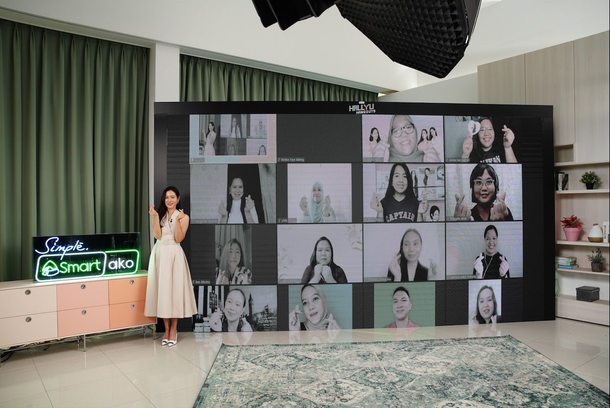 Son Ye Jin with 40 lucky fans
