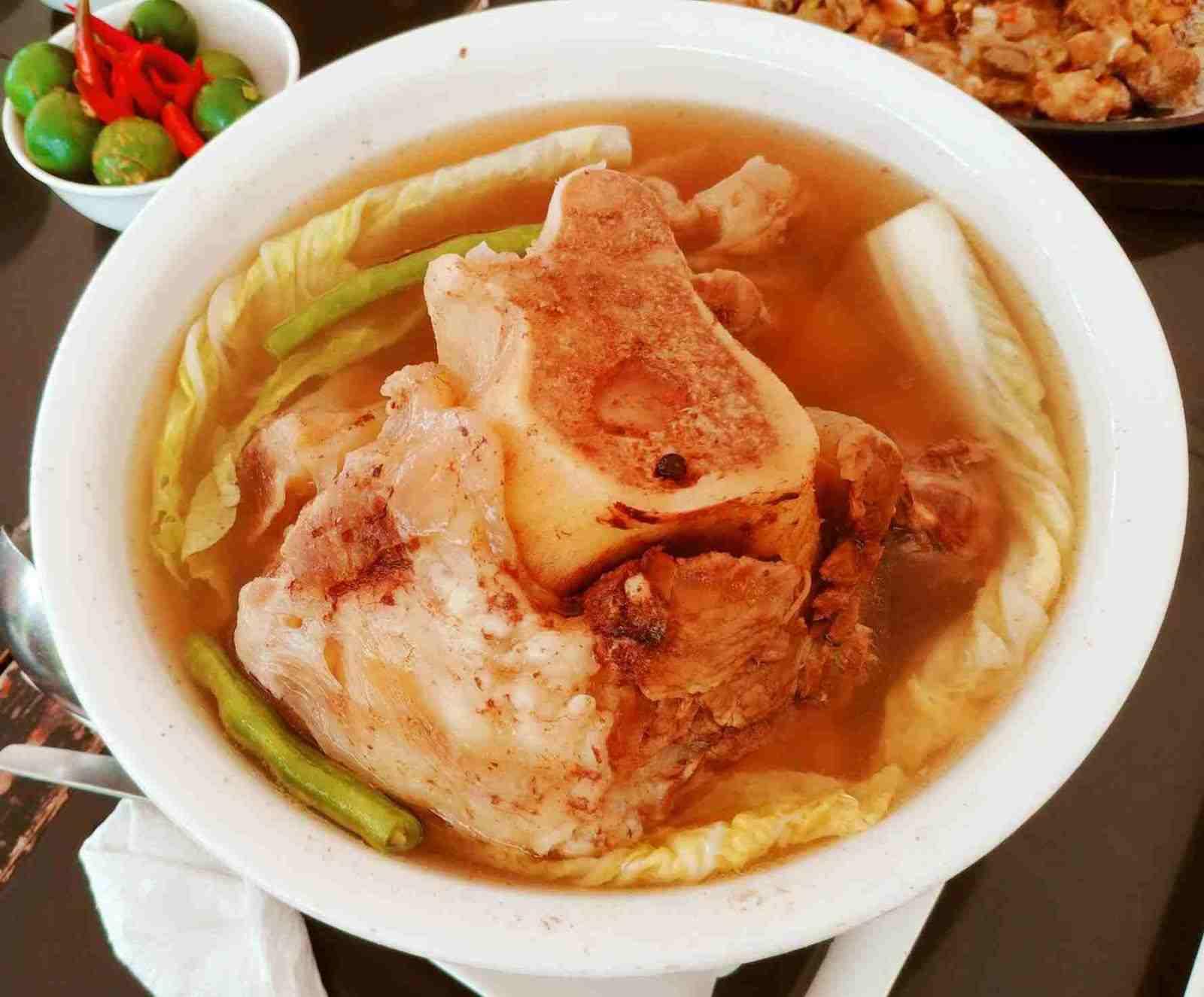 Mer-Ben Tapsilogan's bulalo soup