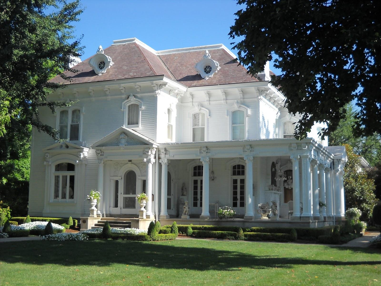 Victorian Wanna Be: Historic Illinois Town
