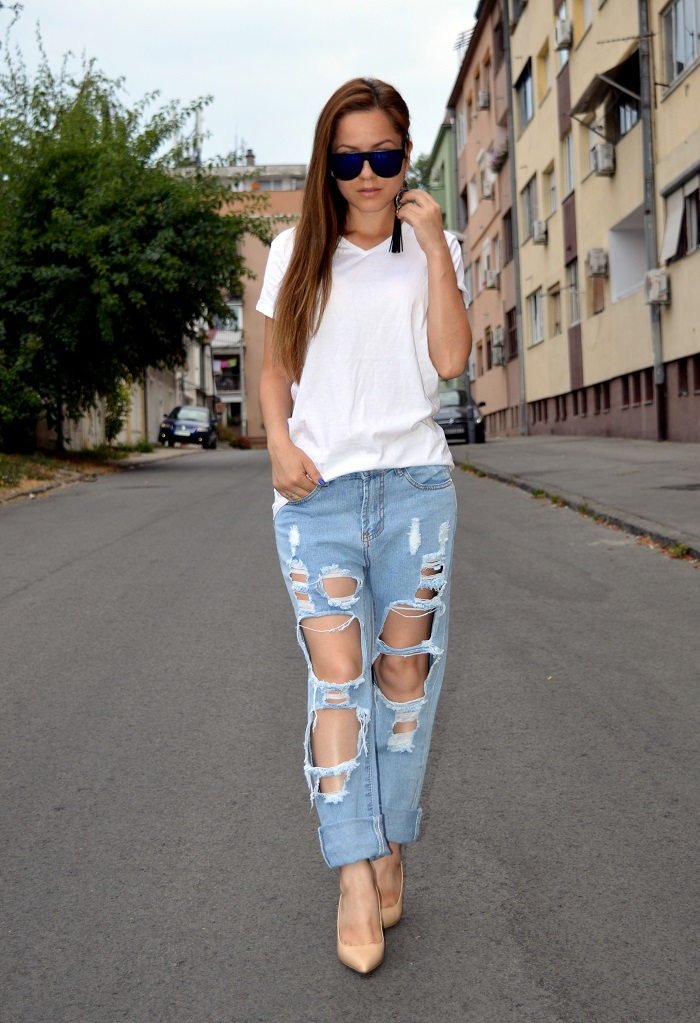 outfit, nude heels shoes pumps, zara heels pumps, zara pointed heels, nude pointed pumps, distressed high waisted denim jeans, white t-shirt, black statement earrings with tassels