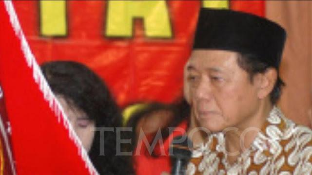 Harmoko, minister van Informatie van het Soeharto-tijdperk Dies.lelemuku.com.jpg