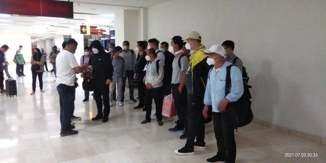 20 TKA China Tiba di Indonesia saat PPKM Darurat, Warganet Geram: Pemerintah Sengaja Bunuh Rakyatnya Sendiri!