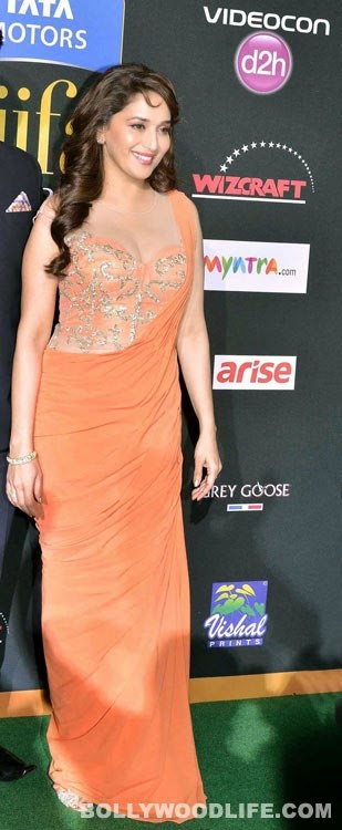 Madhuri Dixit Cleavage Show at IIFA Awards 2014