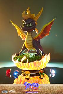 Spyro con le 5 gemme e la basetta illuminata