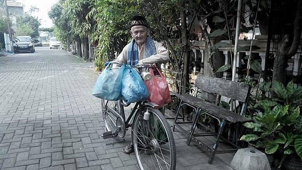 Berkah Rajin Sedekah, Kakek 92 Tahun Ini Mendapat Rezeki Yang Tidak Disangka-Sangka