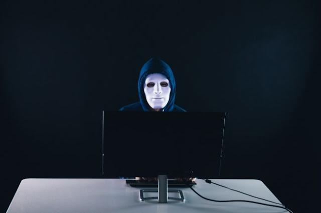 Η αβάσταχτη ελαφρότητα της διαδικτυακής προπαγάνδας