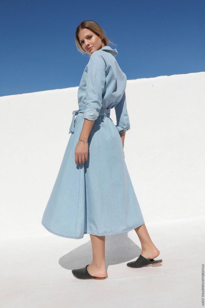 los vestidos de jeans estan de moda primavera verano 2020