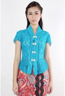 Baju Kebaya Wisuda Klasik Biru Muda Model Terbaru