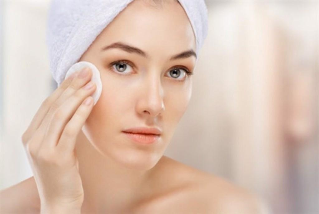 Niacinamide tăng cường sản sinh ceramide giúp bảo vệ da và dưỡng ẩm hiệu quả.