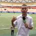 Repórter da TV Cultura do Amazonas leva bolada durante gravação de boletim