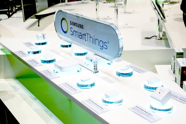 بتوسيع منصة SmartThings ، أطلقت Samsung الآن كاميرا جديدة وقابسًا ذكيًا ومصباح كهربائي. تتوفر كل من SmartThings Cam و SmartThings WiFi Smart Plug و SmartThings Smart Bulb في الولايات المتحدة اعتبارًا من اليوم ، وبأسعار تبدأ من 9.99 دولار. تعمل أدوات المنزل الذكي المتصلة ضمن النظام البيئي SmartThings ويتم وضعها في مكان جديد للتحويلات المنزلية الذكية. يتم تسعير الأجهزة بقوة للتنافس ضد المنتجات المنافسة من Amazon و Google's Nest.    تم تحديد سعر SmartThings Smart Bulb من سامسونج عند 9.99 دولارًا ، بينما يبلغ سعر Smart Smart Smart WiFi 17.99 دولارًا. أخيرًا ، تعد كاميرا SmartThings Cam أغلى سعر في 89.99 دولارًا. الأجهزة معروضة للبيع بالفعل على موقع Samsung ، ومنافذ Best Buy ، وغيرها من متاجر التجزئة الأمريكية المختارة.