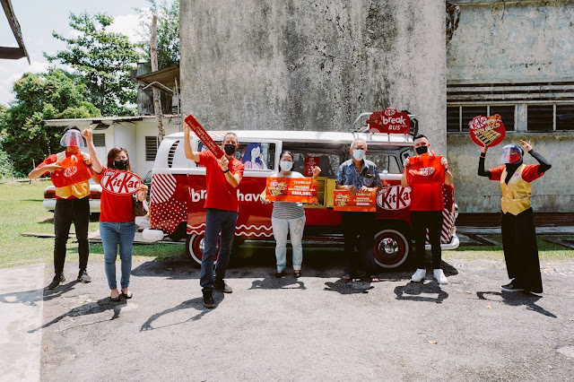 KITKAT GOLD BARS CELE-BREAK THE NEW YEAR WITH 8 LUCKY WINNERS
