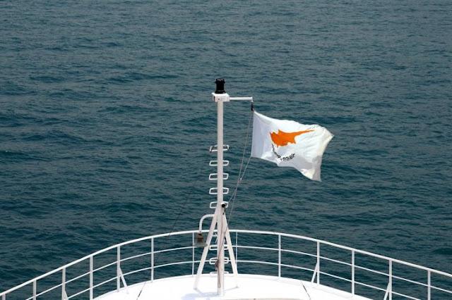Κύπρος: Στο σφυρί η σημαία, το κράτος και το… κακόφημο νησί