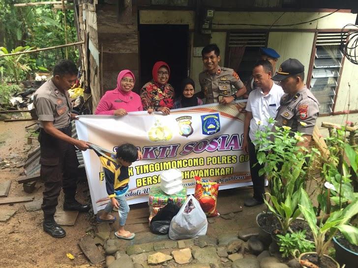 Tali Asih,Kapolsek Tinggimoncong Polres Gowa Bersama Bhayangkari Merangkaikan Bakti Sosial Ke Warga Pra Sejahtera