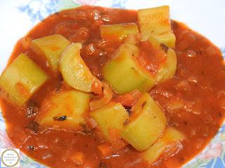 Mancare de dovlecei de post reteta taraneasca de casa cu dovlecel zucchini ceapa rosii ardei retete culinare mancaruri cu legume tocana tocanita sos tomat,
