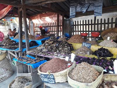puesto-malgache-mercado-callejero-en-madagascar-con-enlacima