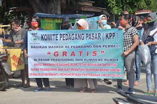 Komite Pedagang Pasar Bagikan Ribuan Masker Ke Pedagang Dan Pembeli Di Pasar Tradisional