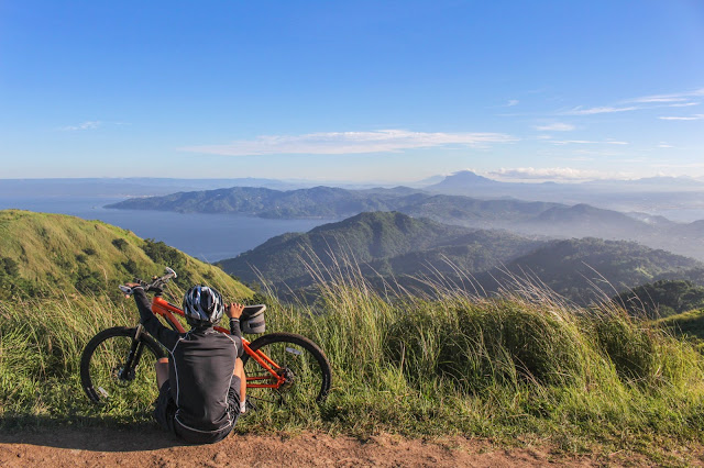bersepeda di alam terbuka
