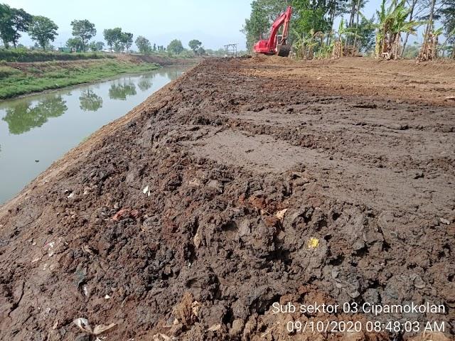 Progres Pengerukan Sedimentasi Sungai Cipamokolan, Sudah Mencapai 1 Kilometer