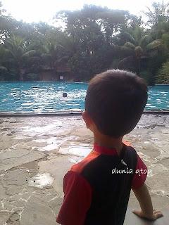 kolam renang Laras Asri