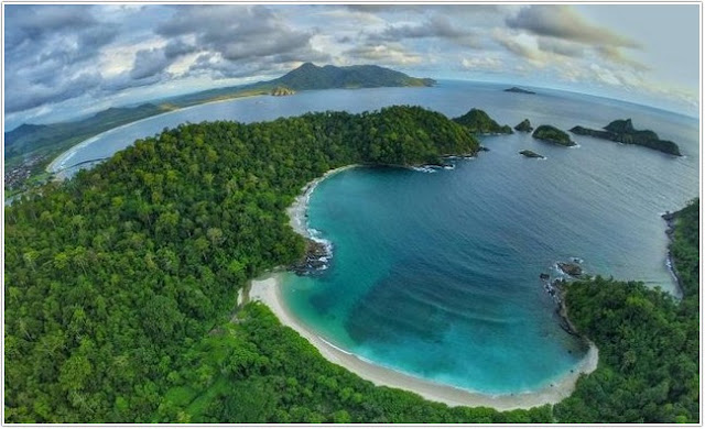 Pantai Wedi Ireng;Top 10 Destinasi Wisata Banyuwangi;