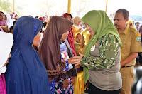 Di Sela-Sela Kegiatan TMMD, Bupati Silaturahim dengan Warga Desa Lambu