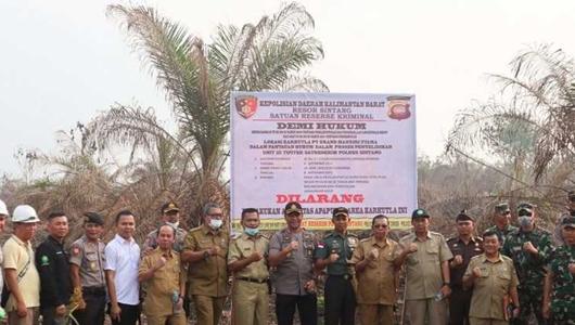 Polda Kalbar Segel 2 Lahan Kebun Sawit di Kabupaten Sintang dan Sambas