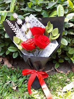Medium Buket Bunga Flanel Mawar