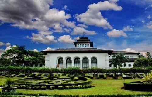 Misteri Kisah Mistis Gedung Sate Bandung Menurut Beberapa Kesaksian