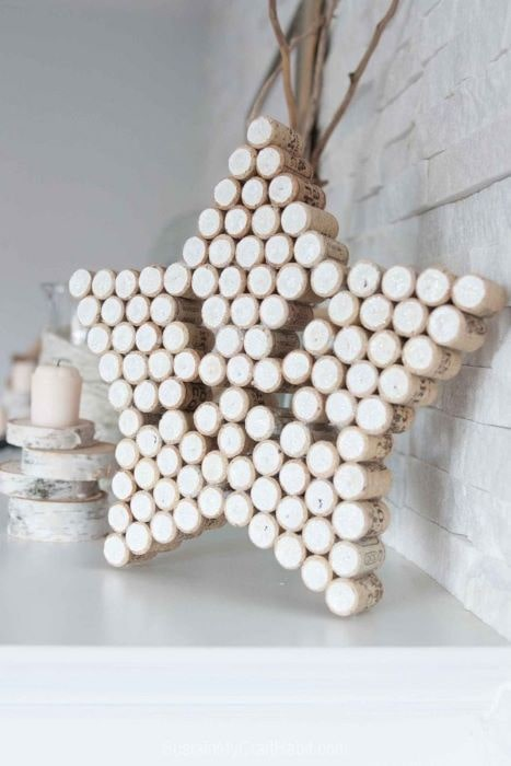 This star is an easy to make craft and a great way to recycle your corks from your wine bottles