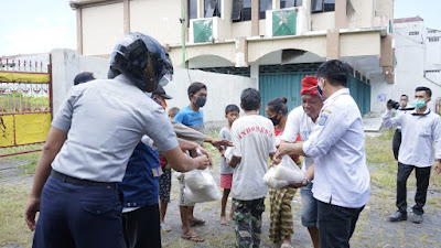 Pemprov NTB Kembali Bagi Ribuan Paket Sembako Untuk Warga Mataram