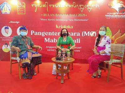 Santy Sastra Public Speaking Berbahasa Bali di Kriyaloka Pangenter Acara Mabasa Bali Bulan Bahasa Bali 2021 Dr. Drs. I Nyoman Suwija, M
