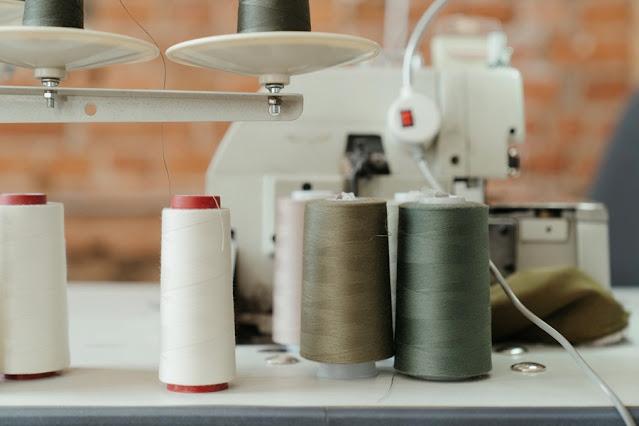 Ação solidária reúne costureiras sem trabalho na pandemia para confeccionar agasalhos