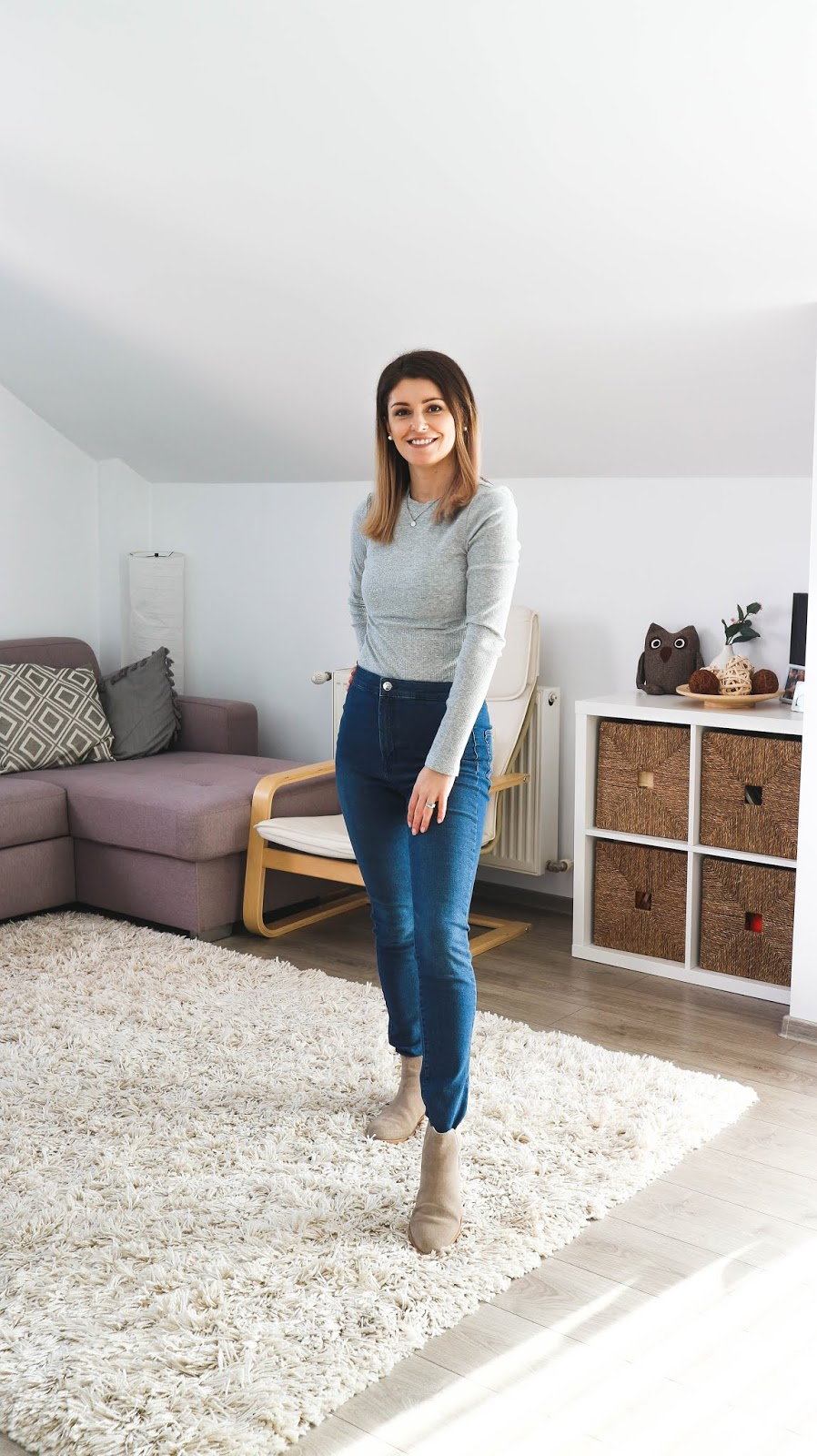 grey long sleeve top and jeans outfit