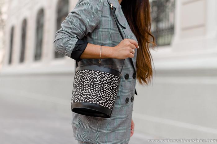 tendencias bolso tipo bucket de piel con estampado animal print La Redoute