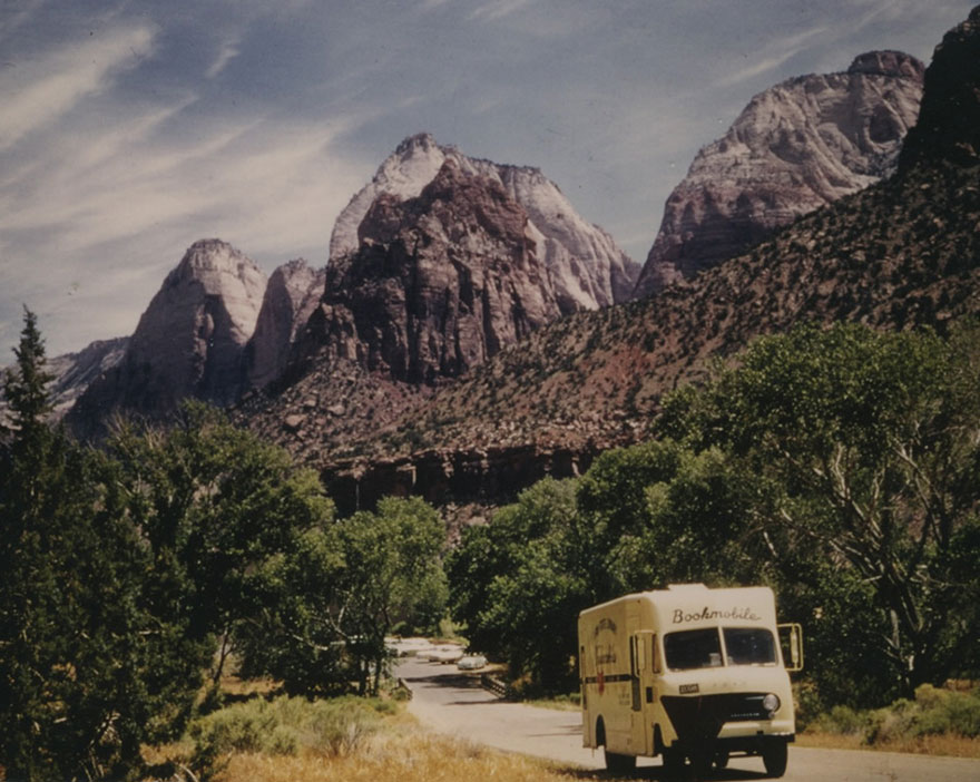 Before Amazon, We Had Bookmobiles 15+ Rare Photos Of Libraries-On-Wheels - Utah State Library Bookmobile On The Road Circa 1970