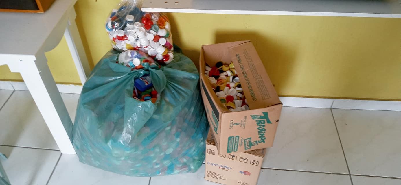 Tampas Plásticas recebida em nossa sede para o Guapa através do Grupo Heróis dos Lacres
