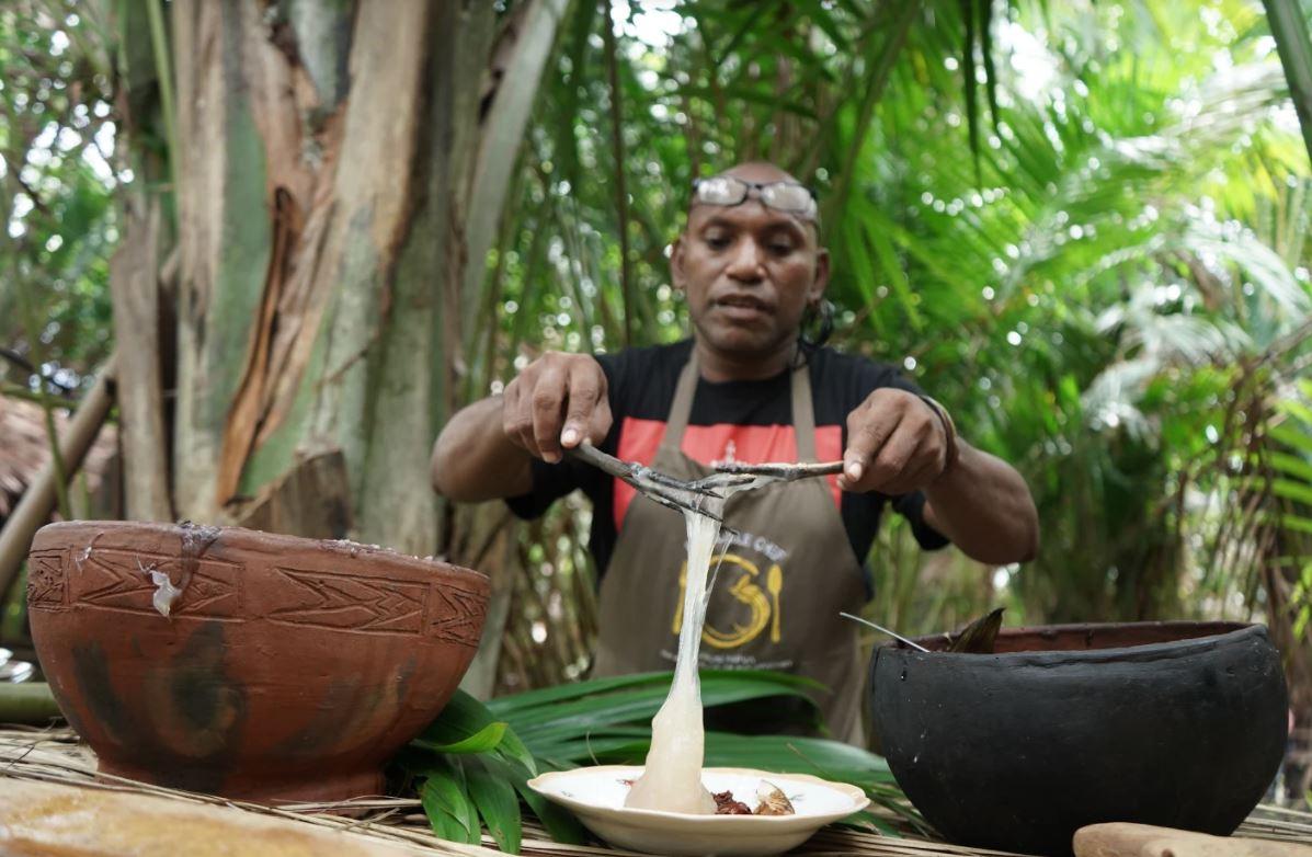 Jungle Chef Charles Toto Ungkap 9 Fakta Mengejutkan Tentang Papeda