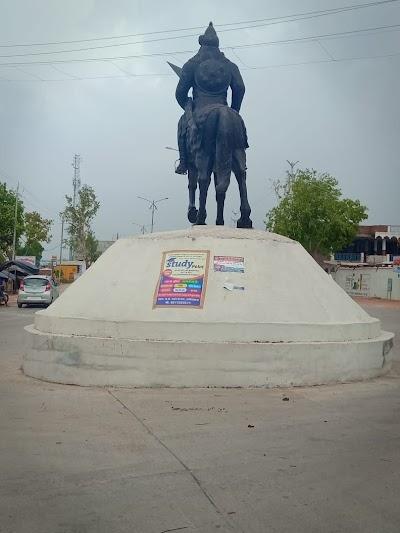 महापुरुषों की प्रतिमाओं की उपेक्षा से खनियांधानावासियों में रोष | Khaniyadhana News