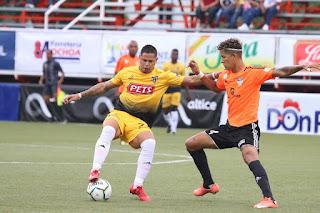 Moca FC triunfa con goles de Héctor Pérez y Walter Ramírez