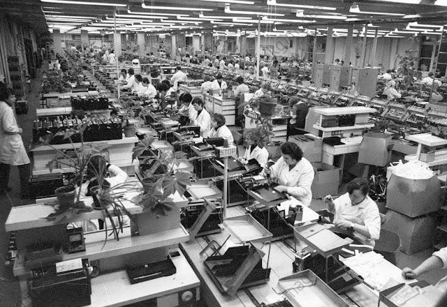 1982 год. Рига. В цеху завода ВЭФ