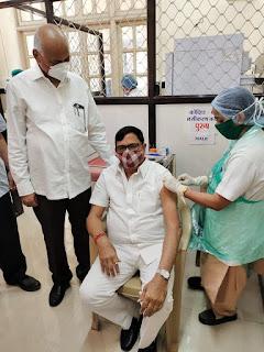 कृपाशंकर सिंह ने भी लगवाया स्वदेशी टीका   #NayaSaberaNetwork