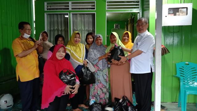 Jhony Ng  Berinisiatif  Membagikan Sembako Kepada Warga Kurang Mampu di RT 26 Damai Bahagia dan RT 35 Sepinggan