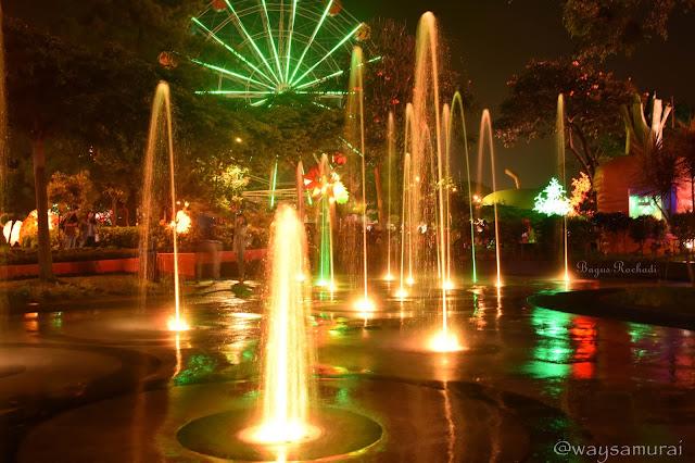 Hasil gambar untuk Taman Kota Batu malam