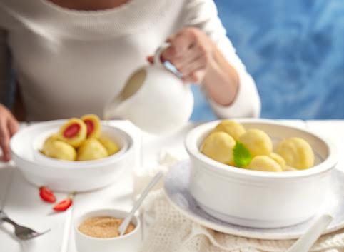 Tradycyjne knedle ziemniaczane z truskawkami + kilka porad jak zrobić idealne knedle