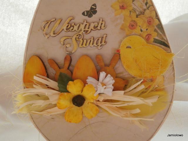 kartka na Wielkanoc z kurczakiem i kwiatami