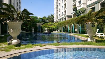 タイのコンドミニアムのプール