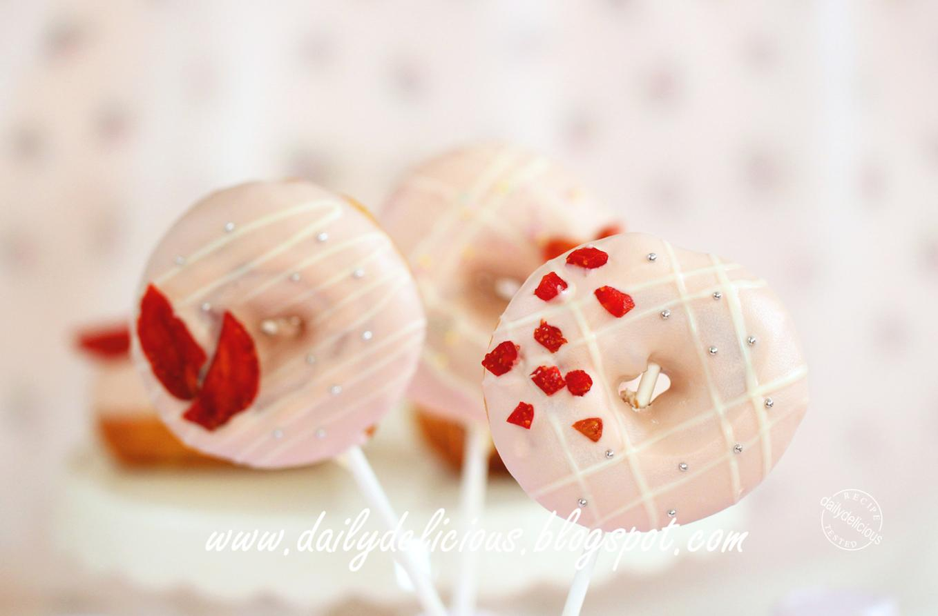 The Pink Whisk Christmas Cake