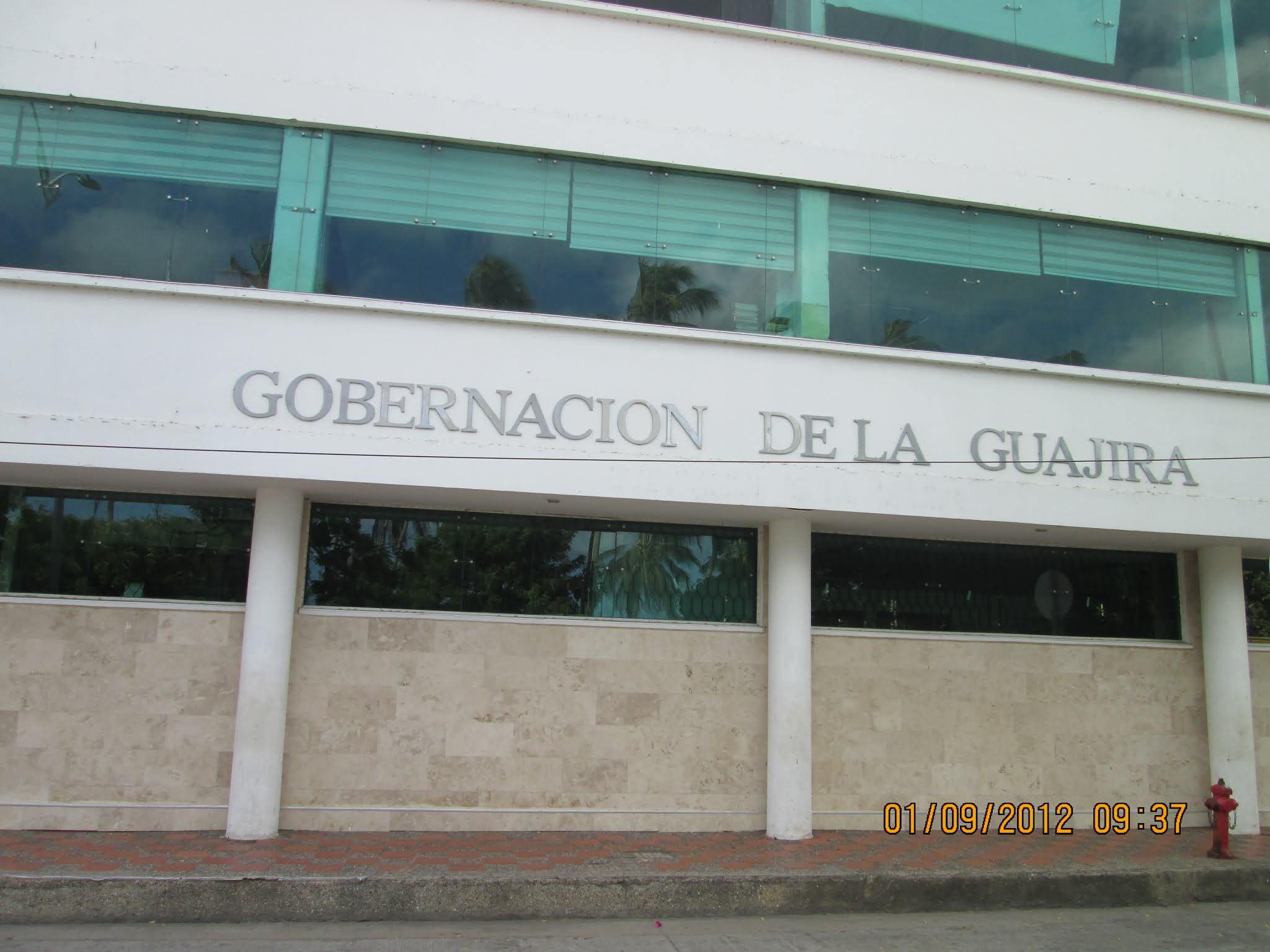 https://www.notasrosas.com/Gobernación De La Guajira se pronuncia sobre caída de una estructura metálica, en la Calle Primera, de Riohacha