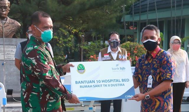 Pangdam III/Slw Dampingi Gubernur Jabar Berikan Sumbangan 20 Unit Hospital Bed Untuk RS Dustira